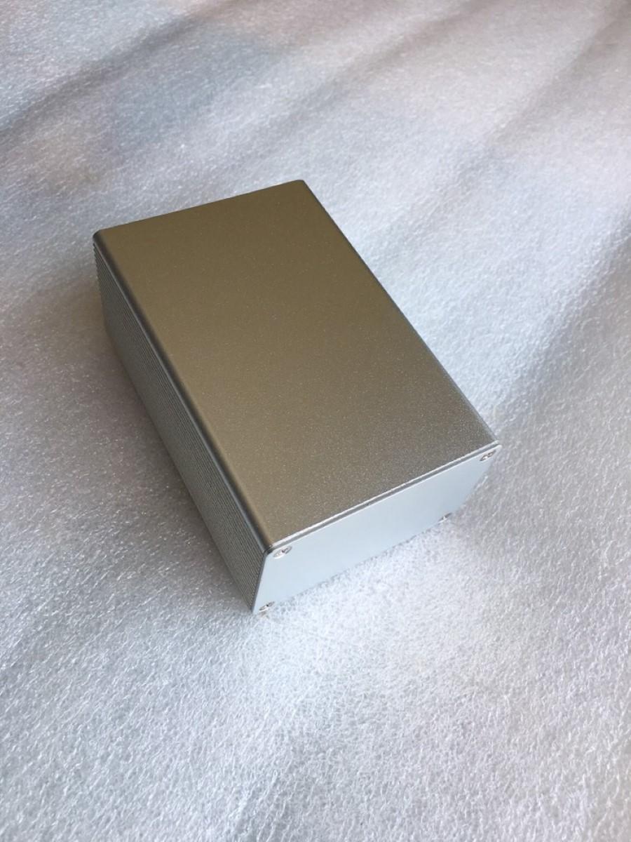 กล่องอลูมิเนียมสีเงิน ขนาด 43x66x100 มม.