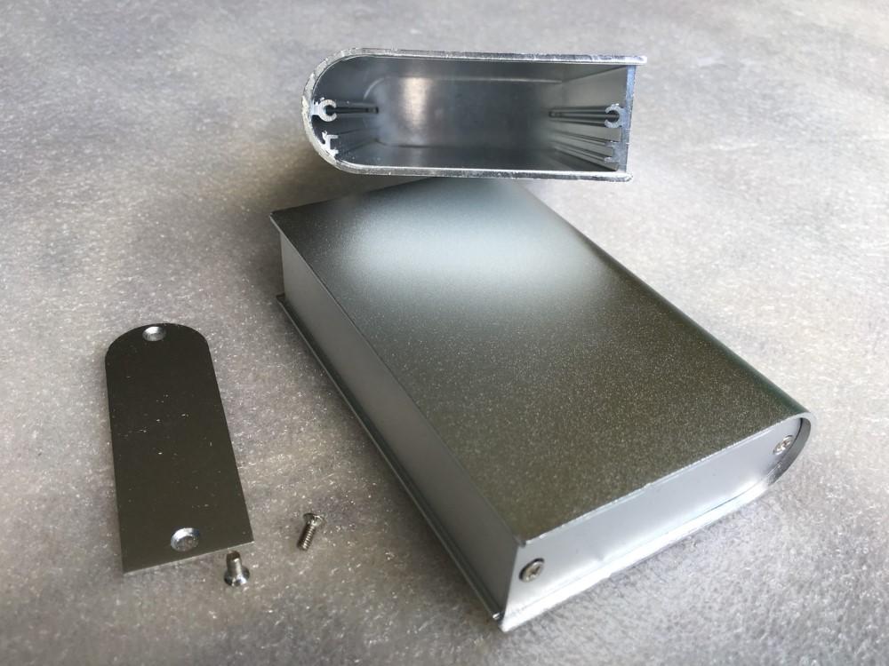 กล่องอลูมิเนียมสีเงิน ขนาด 24 x 67x 110 มม.