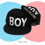 หมวกทรงฮิปฮอป สำหรับเด็ก ปักคำว่า BOY สีขาว ขนาดศีรษะ 47-54 ซม สามารถปรับขนาดได้ เหมาะสำหรับน้อง ๆ วัย 2-8 ขวบ