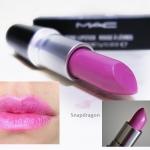 MAC A Fantasy of Flowers Collection Lustre Lipstick #Snapdragon Limited Edition 3g. แรงบันดาลใจจากดอกไม้สุดสวย เนื้อลิป Lustre ใสเบาๆสัมผัสอันละมุน ดึงดูดใจให้หลงใหลไปกันแสงสีที่จับตา